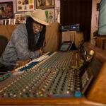 Larry Mitchell zeigt seine technischen Tricks für Streaming-Konzerte