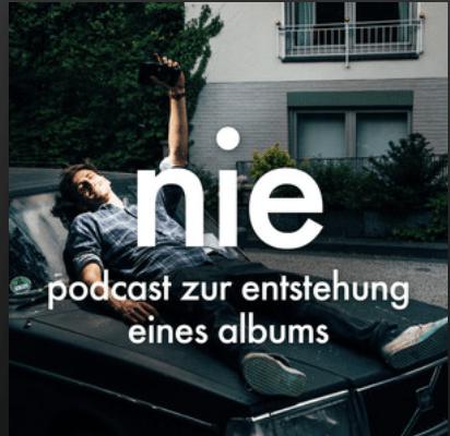 """Das Multitalent über die Entstehung des Albums, das irgendwie nie fertig werden wollte. Fynn Kliemann nimm die Hörer mit auf die Entstehungsreise in einem wohl """"ehrlichsten Podcast der Musikindustrie"""", so der Musiker selber."""